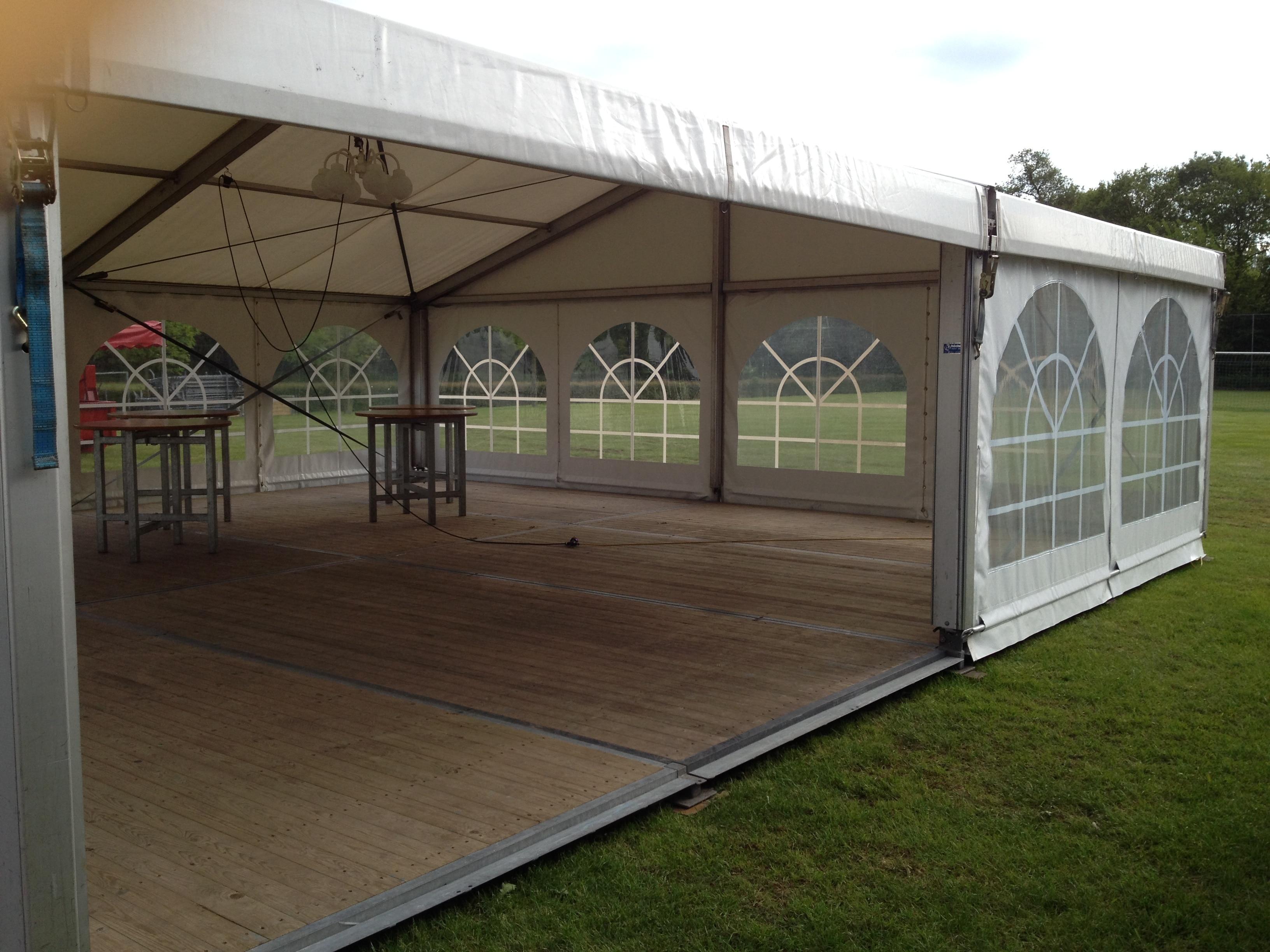 Foto grotere tenten